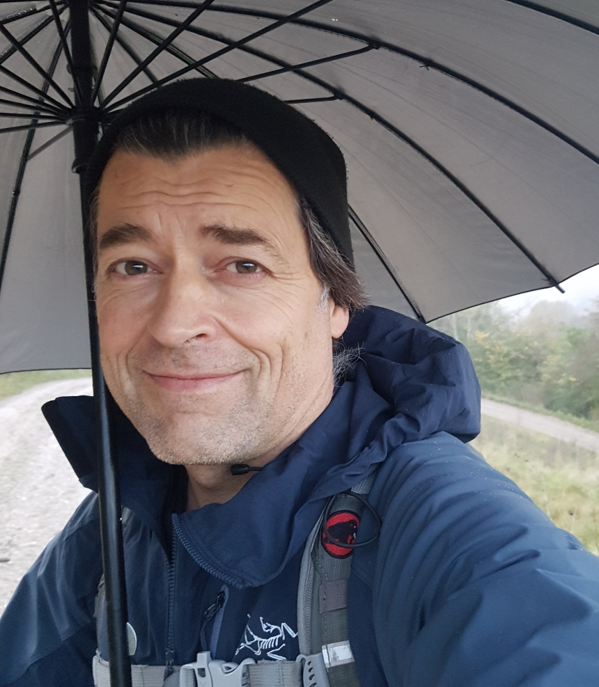 Frits Ahlefeldt, under an umbrella portrait